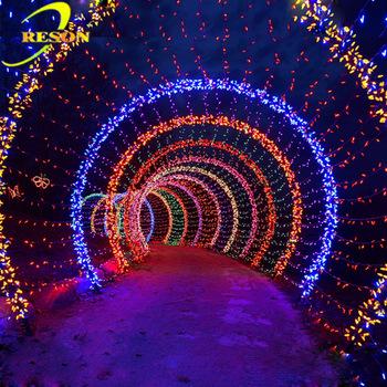 تونل نوری با ریسه کریسمسی